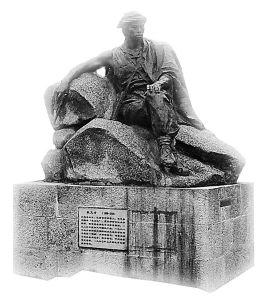b7003af33a87e950cb48a67c10385343fbf2b447 Yuan Wencai statue