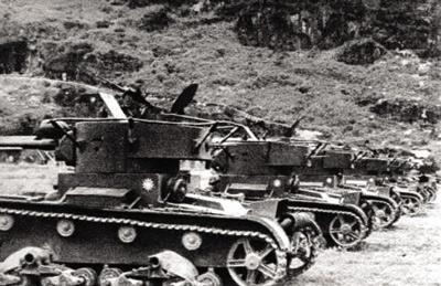 Hunan_tanks (1)NRA T-26 Tanks at Hunan. Notice long barreled guns, similar Vickers 6-Ton tanks also in Chinese service had short gun barrels.